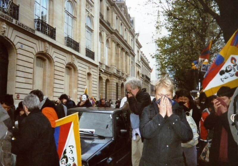 La manif pour le Tibet du 16 mars 2008 - les gaz lacrymogènes