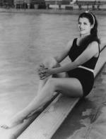 rita-hayworth-bathing