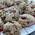 Des cookies aux flocons d'avoine, raisins et chocolat ultra léger.