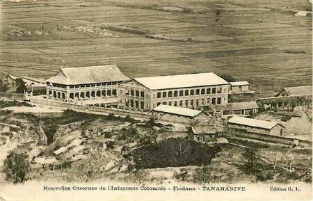 madagascar_casernes_inf_coloniale