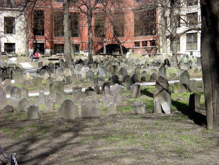 Boston_Granary_Burying_Court_2