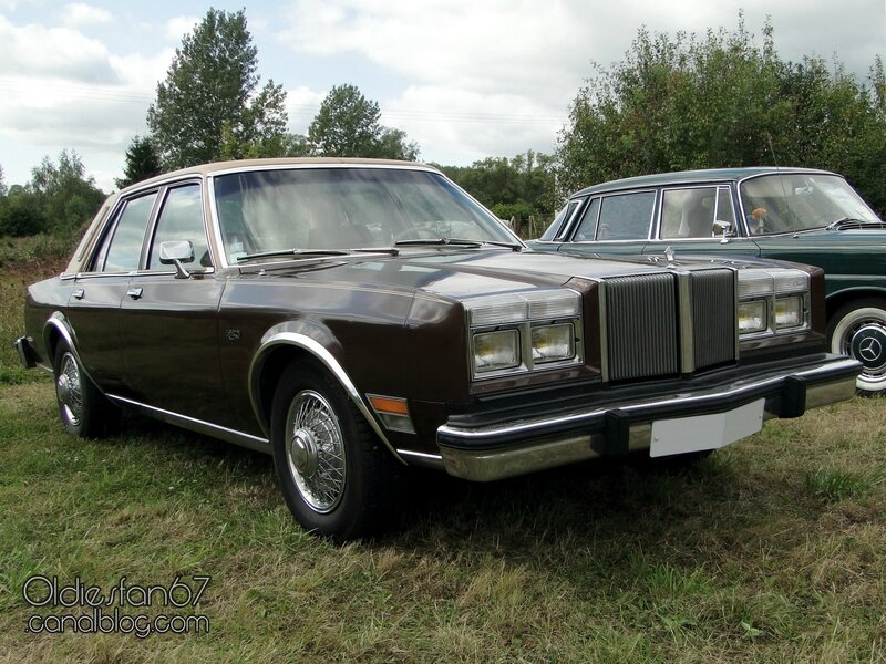 chrysler-lebaron-sedan-1981-01