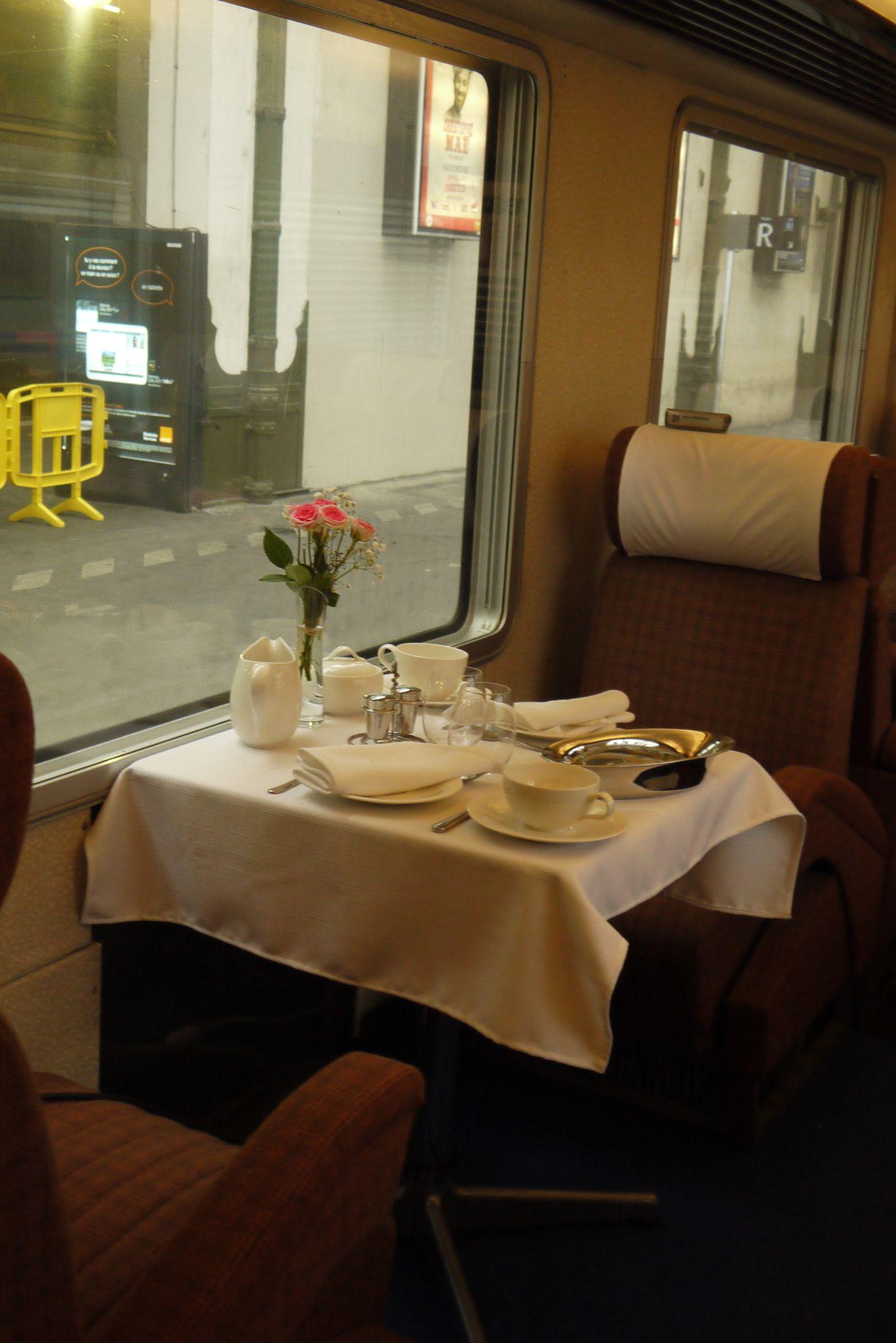 Petit déjeuner à bord du Mistral en 1961