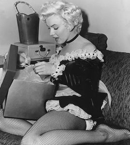 mm_christmas_marilyn_monroe