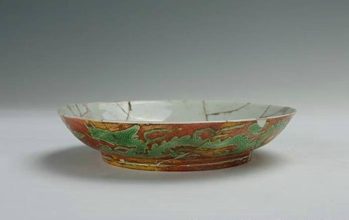 Plate with the red and green dragons against yellow background, Zhengde period (1506-1521