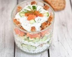salade-de-concombre-au-saumon-et-fromage-frais-en-verrines