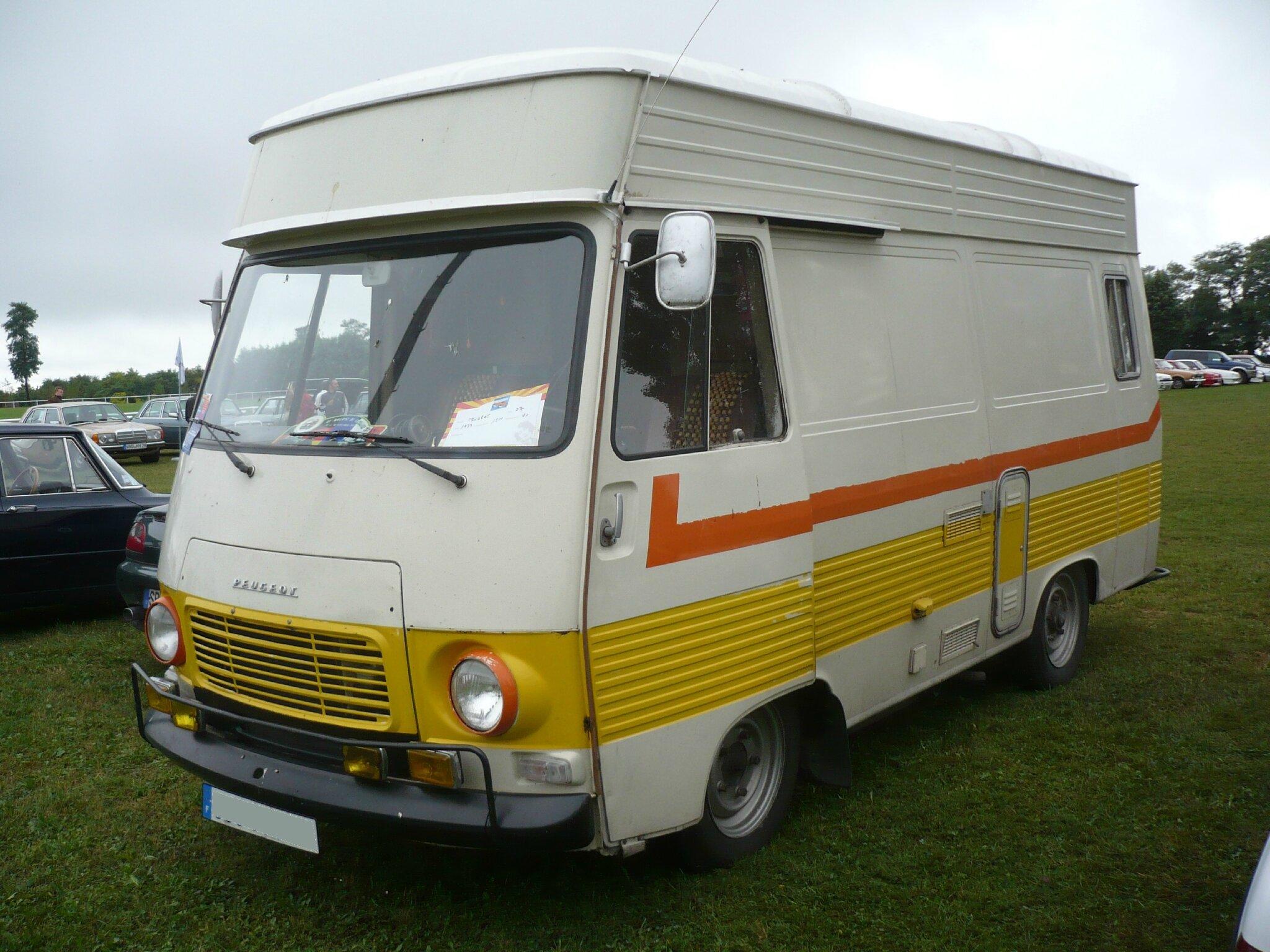 PEUGEOT J7 fourgon surélevé aménagé camping-car 1977 Créhange (1)