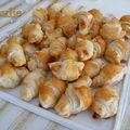 Petits croissants au saumon fumé pour l'apéritif
