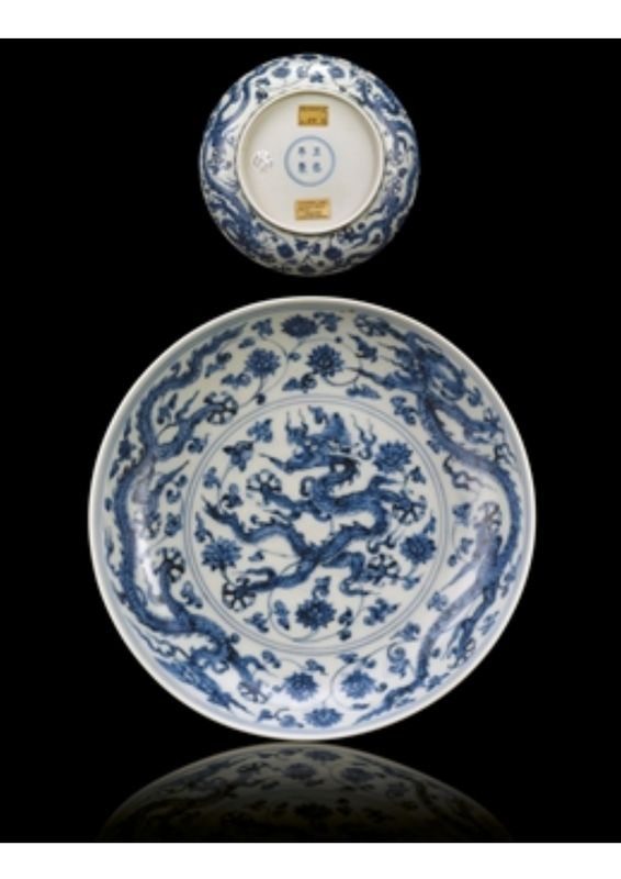 A Fine And Rare Ming Blue And White 'Dragon' Dish. Zhengde F