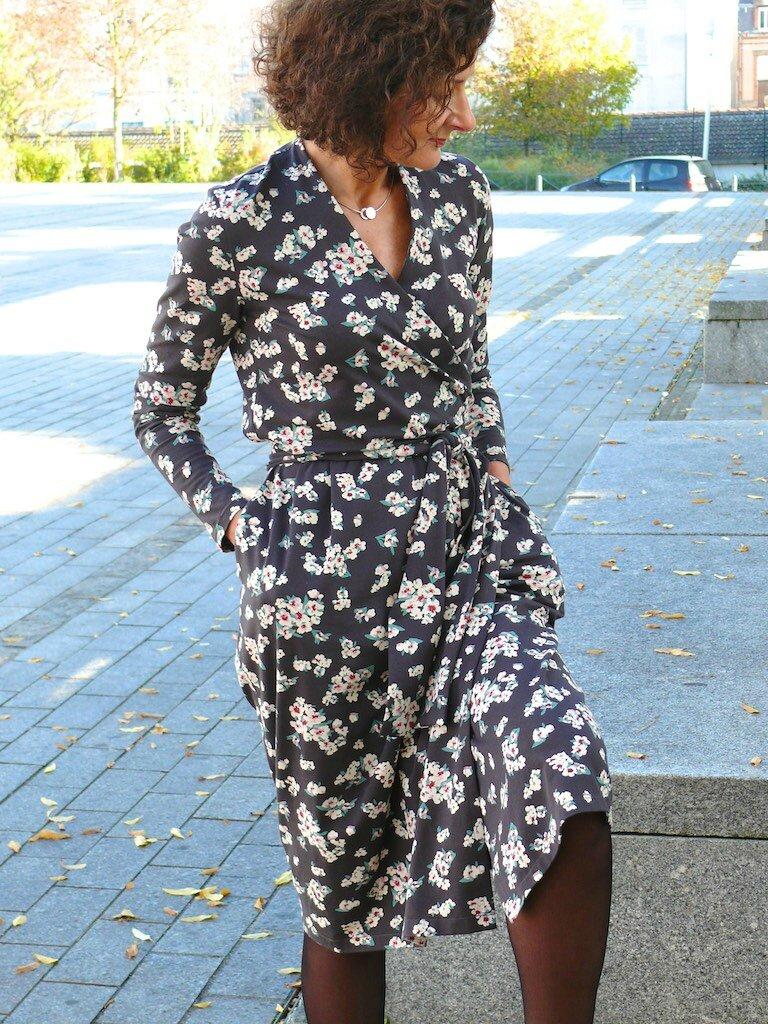 Des Robe Cœur Bee Cache Made Une Fleurs Pour 0OyvNwPm8n