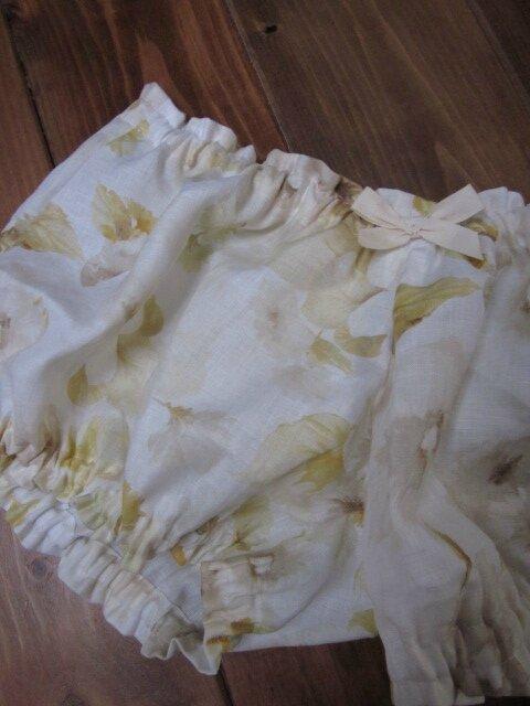 Culotte en lin écru imprimé fleurs jaune et beige et noeud assorti (1)