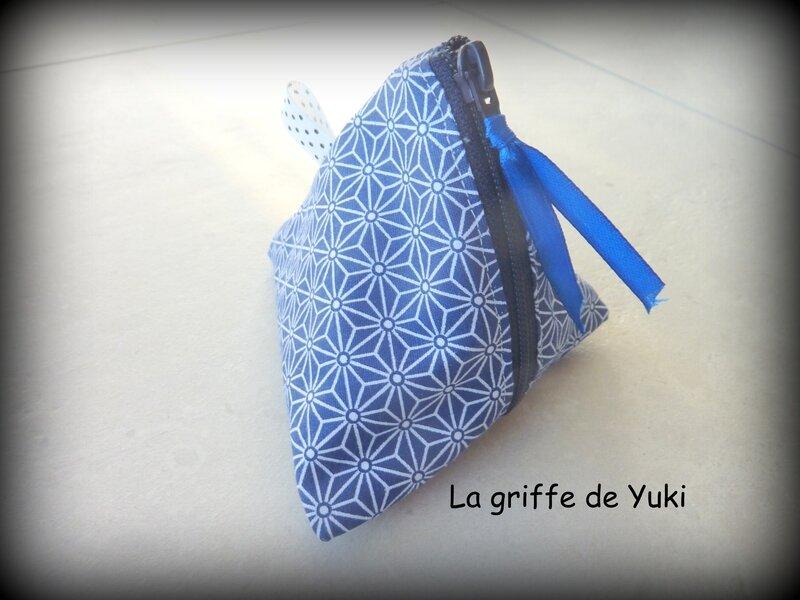 427 - Berlingot bleu à motifs géométriques (1)