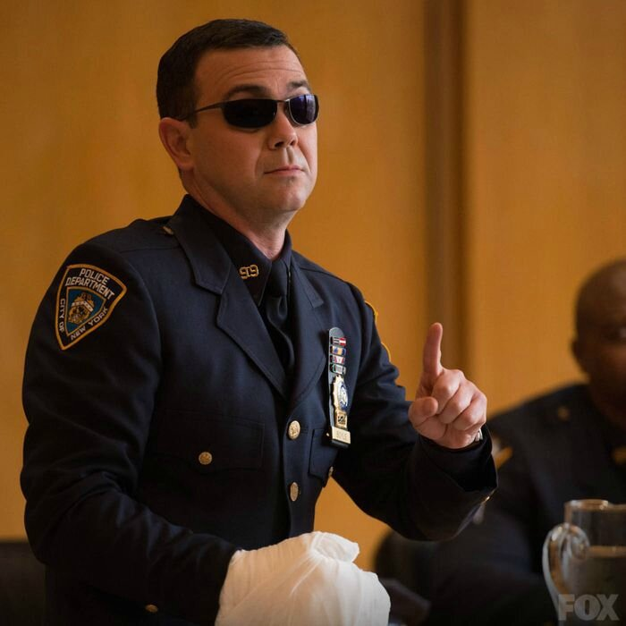 brooklyn nine nine saison 1 episode 22 charges and specs