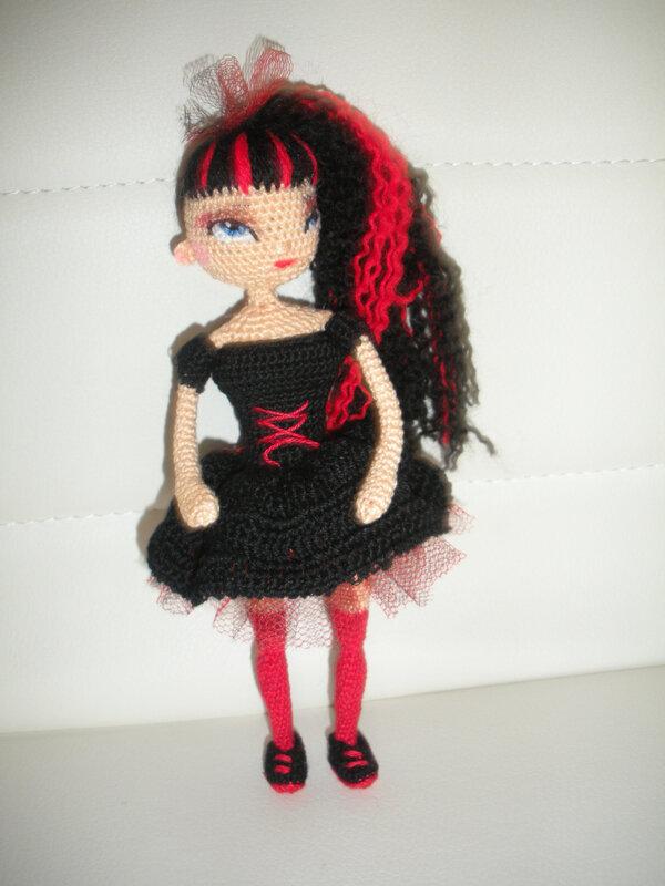 mini poupée gothique 2