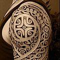 tatouage-epaule-polynesien