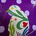 Le oiseau sur branche violet à pois zoom1