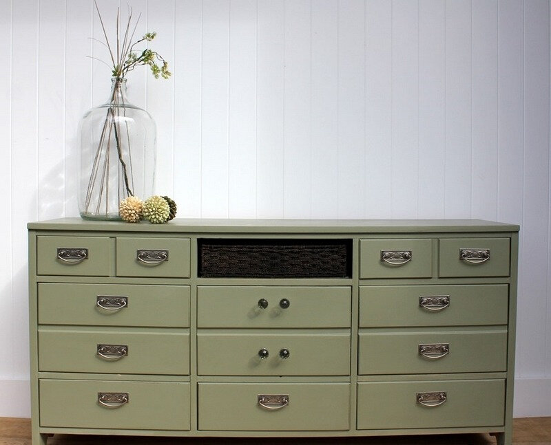 relooker-meuble-commode-vert-olive-Turnstyle-vogue
