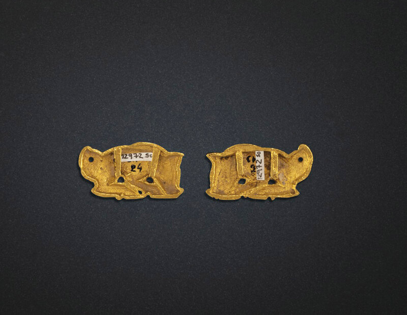 2019_NYR_18338_0509_003(a_rare_pair_of_small_gold_boar-form_ornaments_northeast_china_5th-3rd_d6220715)