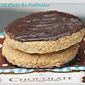 Biscuits délicieusement sablés recouverts de chocolat...