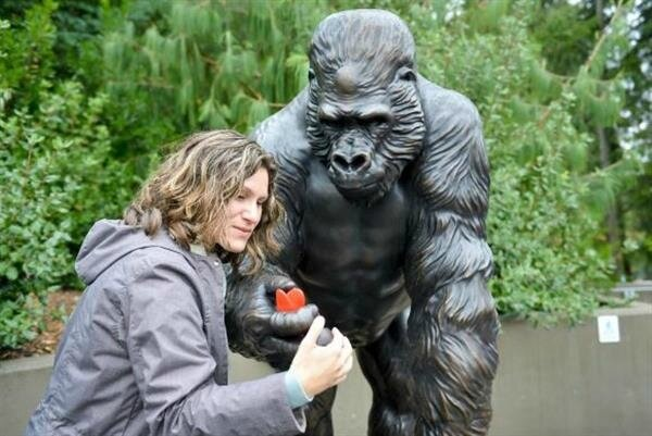 tacoma-ivan-the-gorilla-immortalized-as-3d-printed-bronze-statue-by-form-3d-foundry-1