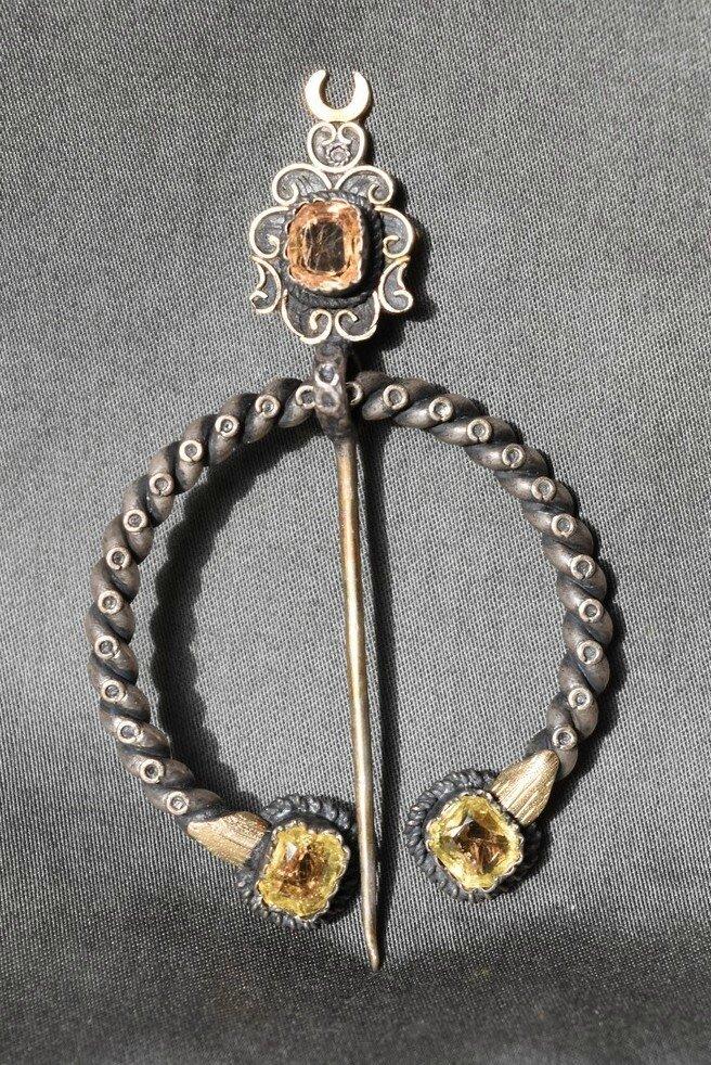 ANCIENNE FIBULE BROCHE EN ARGENT PIERRE FINE OU VERRE COULEUR OCRE JAUNE XIXème