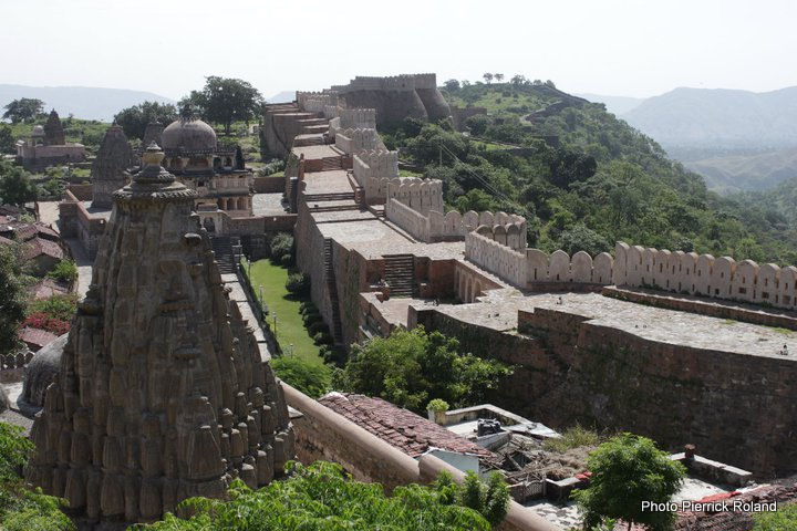 Udaipur fort murailles 36kms 360 temples