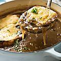 Des oignons, du miel, des amandes et de la cannelle: soupe à l'oignon très renaissance