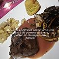 Steak de chevreuil sauce venaison, purée de châtaignes, gâteau de pomme de terre, panais et poêlée de champignons