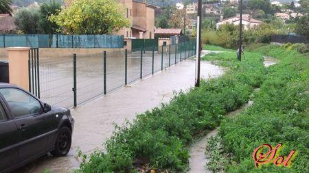 inondation_le_5_novembre_2011_rue_de_la_mourachonne_pegomas_07