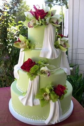 red and green wedding cakes orchid 233 es vertes roses rouges le salon de th 233 le 19081