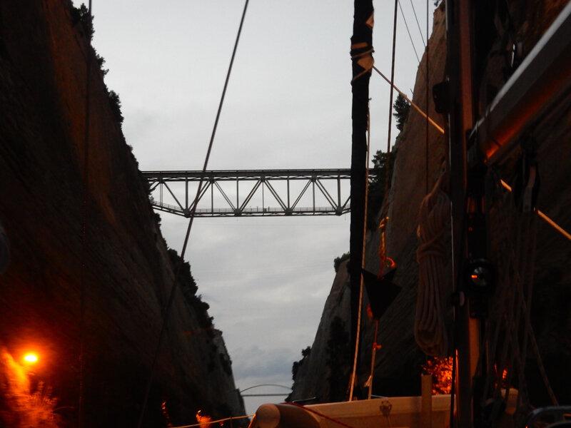 La nuit tombe dans le canal de Corinthe, T2A expedition en Grèce à bord du Hellas Fos, 281018 DSCN8548
