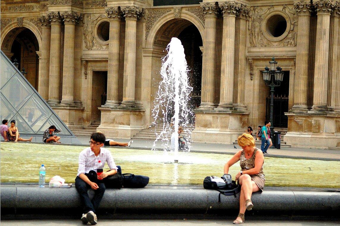 LOUVRE PARIS.
