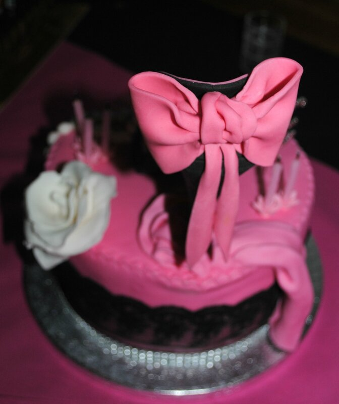 gâteau chaussure rose et noire