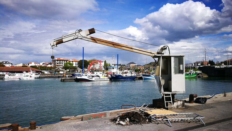 Saint-Jean-de-Luz, port, mini grue (64)