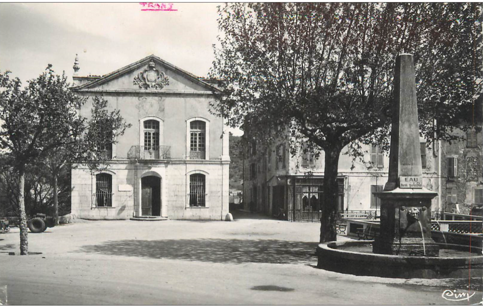 Trans en Provence-Hötel de ville et place