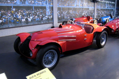 Alfa_romeo_12C_biplace_course_de_1938__Cit__de_l_Automobile_Collection_Schlumpf___Mulhouse__01