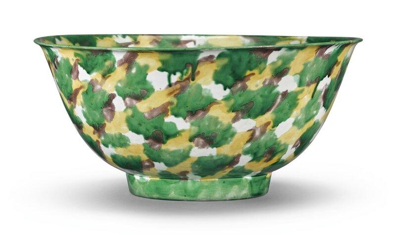 A rare and large sancai-glazed bowl, Kangxi mark and period (1662-1722)
