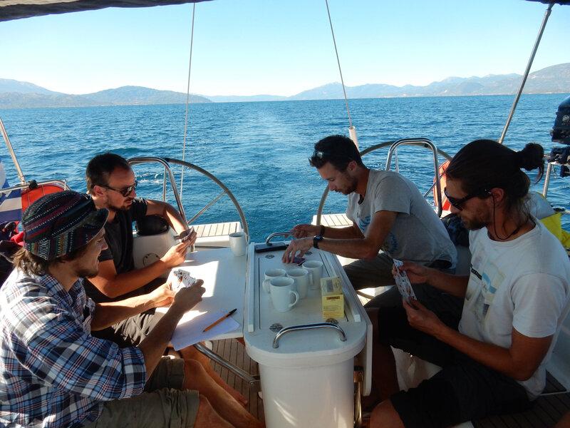 Belote pour l'équipage du Hellas Fos dans le Golfe de Corinthe, 251018 DSCN8399