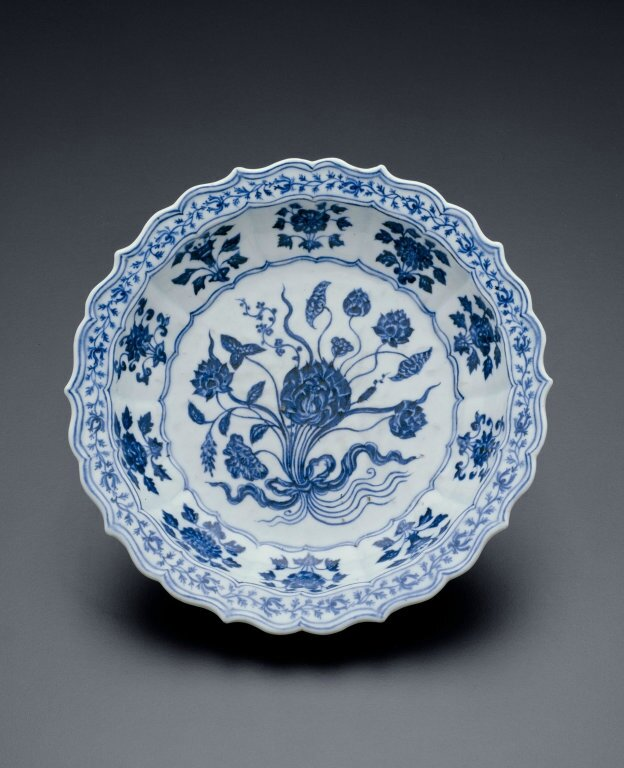 Lobed Dish with Bouquet of Lotus and Saggitaria, Ming dynasty (1368–1644), Xuande mark and period (1426–1435)