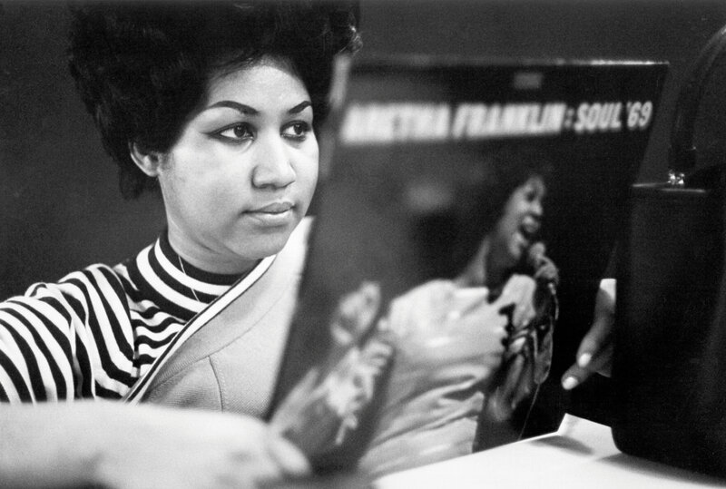 aretha-franklin-w-record