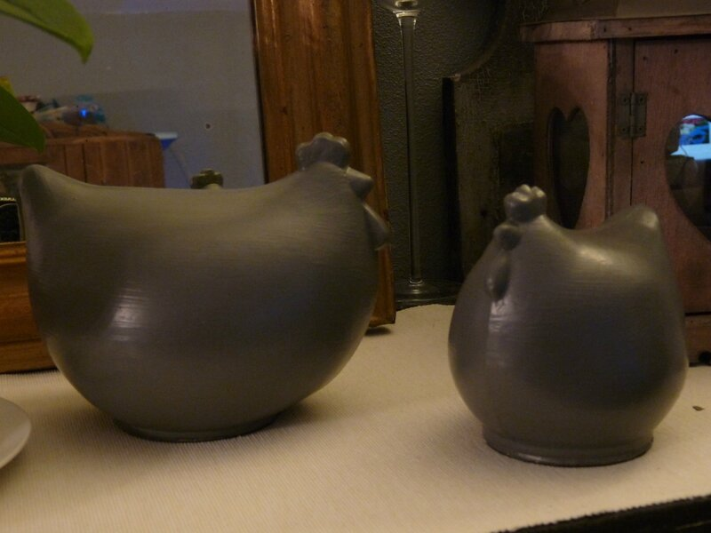 poules en verre grises