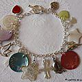 Bracelet personnalisé sur chaîne argent massif 3 médailles en nacre gravées, breloques en nacre, en métal et en argent massif