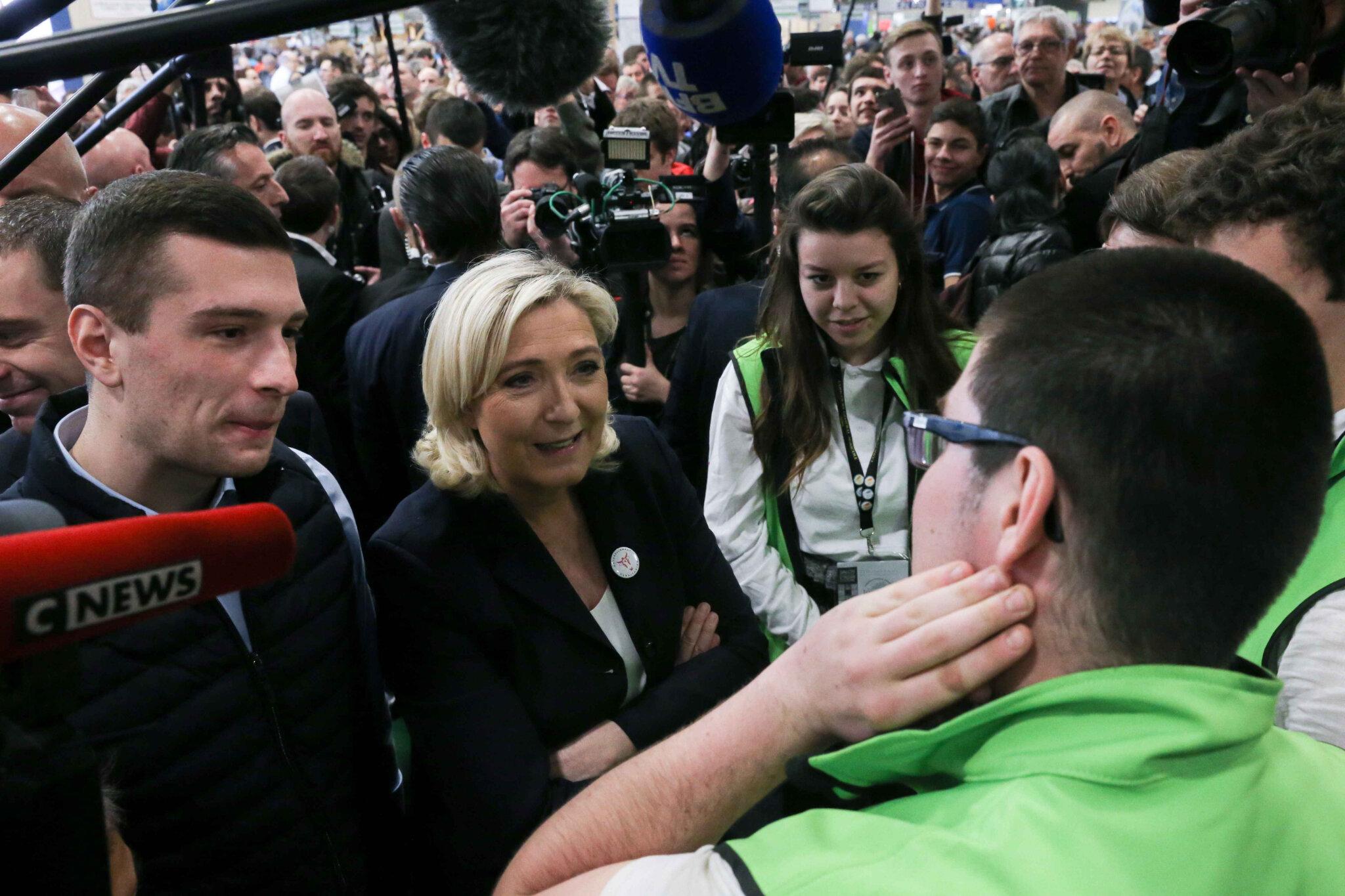 « Emmanuel Macron va-t-il 'Alstomiser' l'agriculture française ? », s'interroge Marine Le Pen. © Michel Stoupak. Jeu 28.02.2019, 10h57m28.