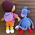 Dora et babouche de dos