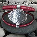 Bracelet chic et charme cuir cousu rose fuchsia et son passant martelé !