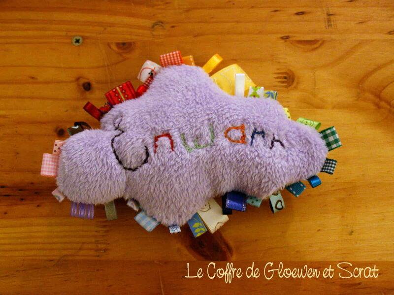 Le fameux doudou étiquettes en forme de nuage