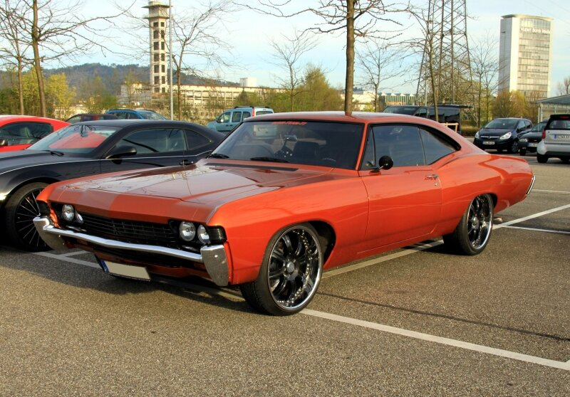 Chevrolet impala fastback sport coupe de 1968 (Rencard du Burger king avril 2011) 01