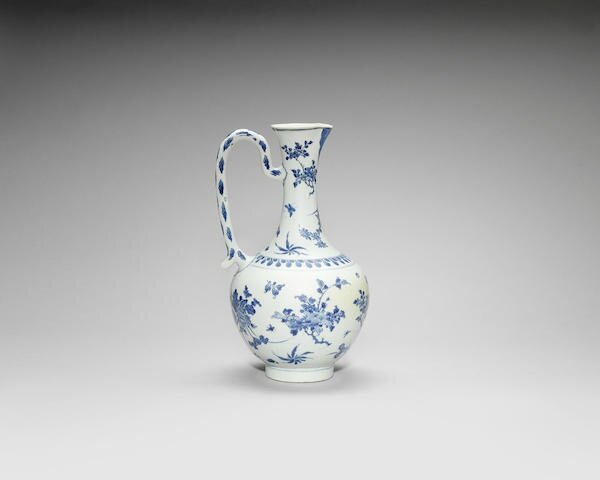 A large blue and white ewer, Chongzhen period (1627-1644)