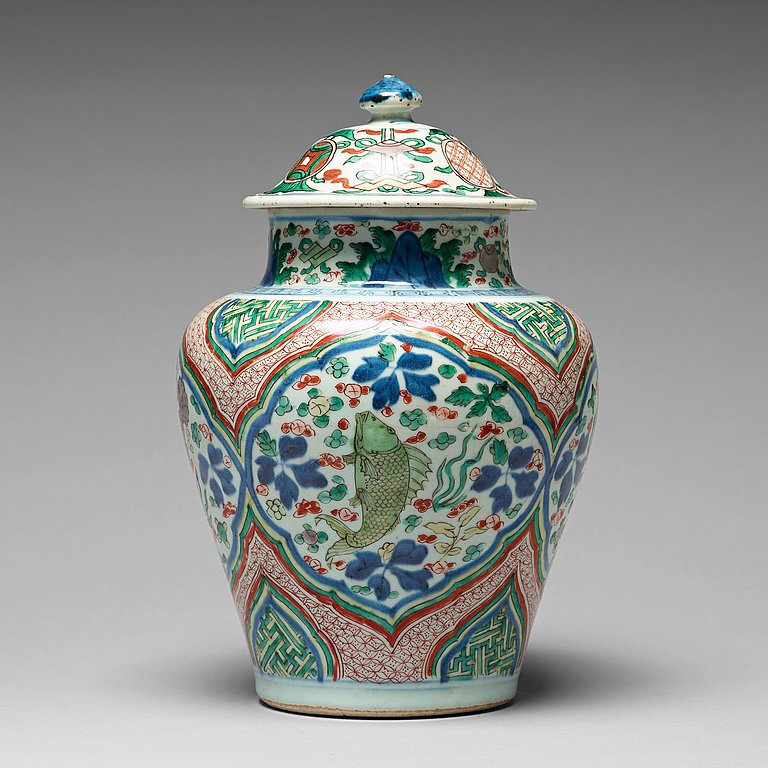 A Wucai Transitional vase with cover, 17th Century, Shunzhi (1644-1661)
