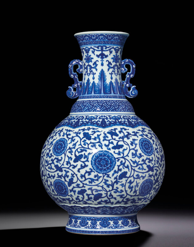 2013_HGK_03263_3383_000(a_rare_large_blue_and_white_moulded_vase_with_ruyi-shaped_handles_qian)